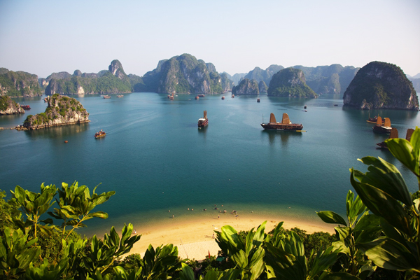 7_Ha_Long_Bay_Vietnam_great_atmoshere_travel_photography_Top_10