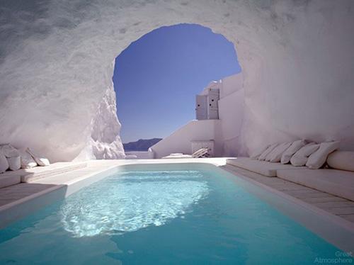 Amazing Natural Pool in Santorini, Greece