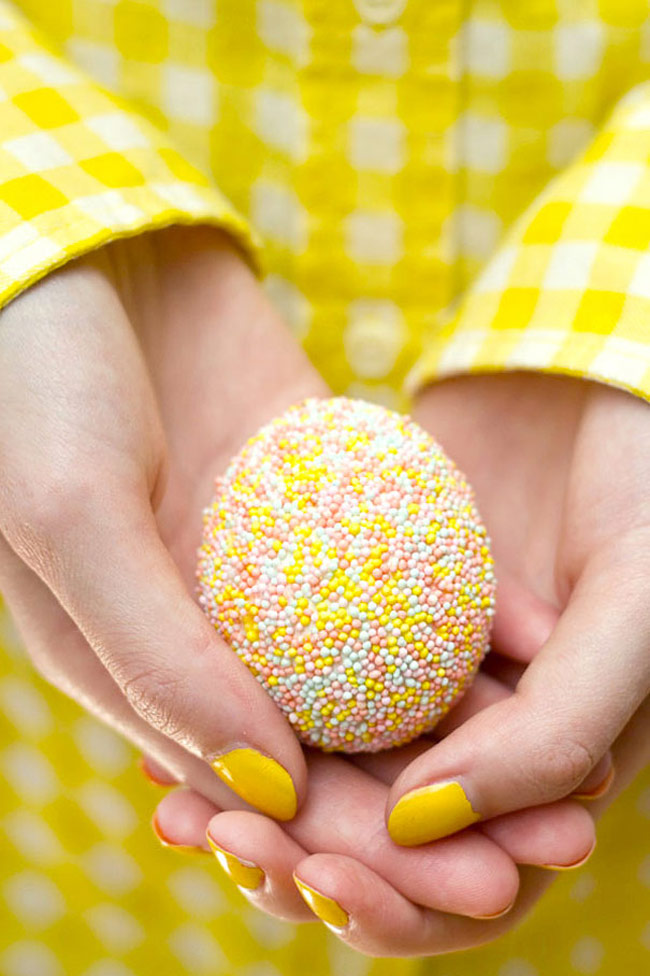 Easter-Eggs-1_Cover_Egg_With_Tacky_Glue_and_Dip_In_Sprinkles_2