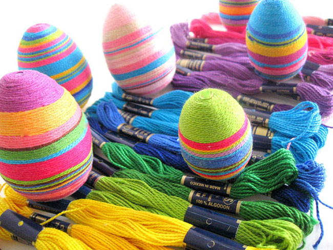 Easter-Eggs-2_Wrap_an_Egg_With_Colored_Threads