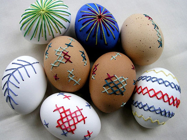 Easter-Eggs-4_Use_Dremel_Tool_to_Drill_a_Drained_Egg_and_Embroider_It_2