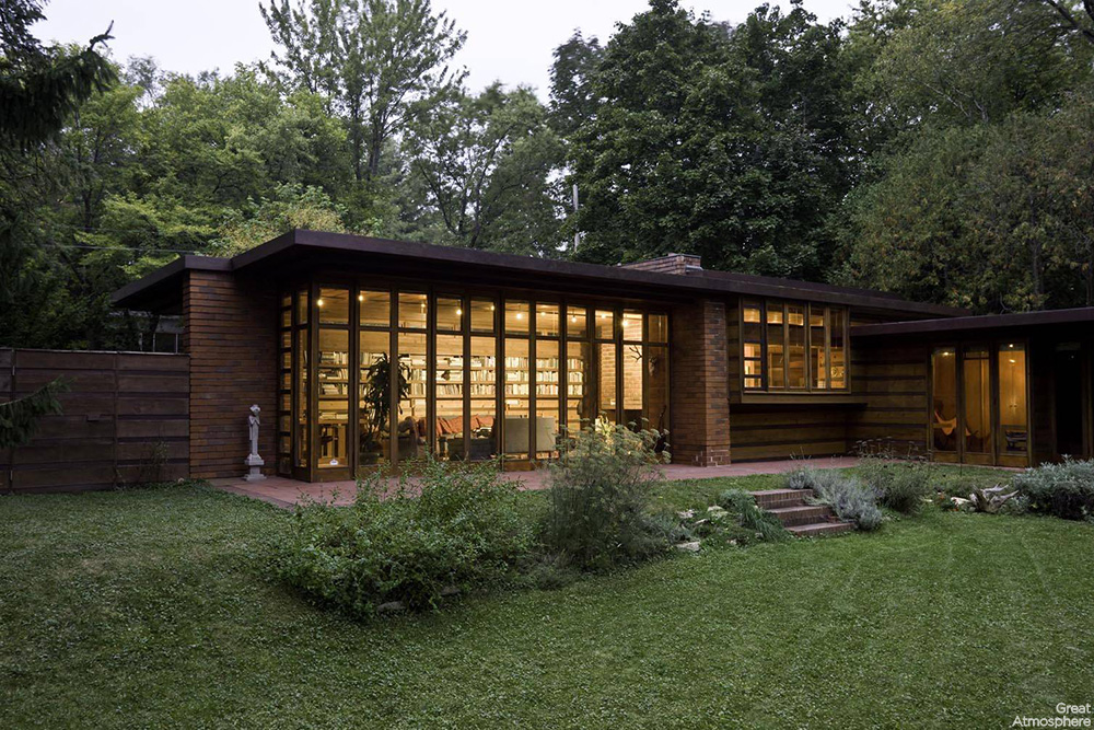 Great atmosphere beautiful house frank lloyd wright for Frank lloyd wright buildings