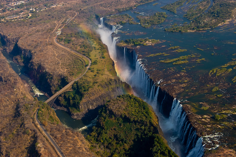 Victoria Falls-amazing-travel-destinations-2013-great-atmosphere-2013-1