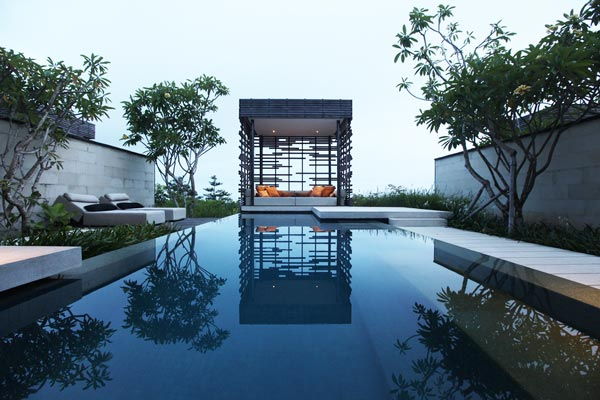 2-Alila-Villas-Bali-amazing-pools-that-you-will-like-to-dive-swimming-pool-photography