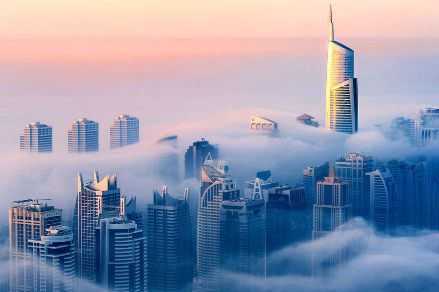 a-blaze-with-light-dubai-great-atmosphere-in-fog-sebastian-opitz-9