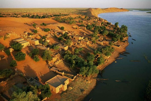 aerial-africa-6-The-riverside-village-Bartaga-Mali-great-atmosphere