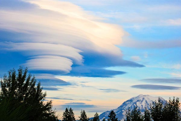 Amazing-lenticular-clouds-on-Earth-12-Mt-Rainier-Washington-USA