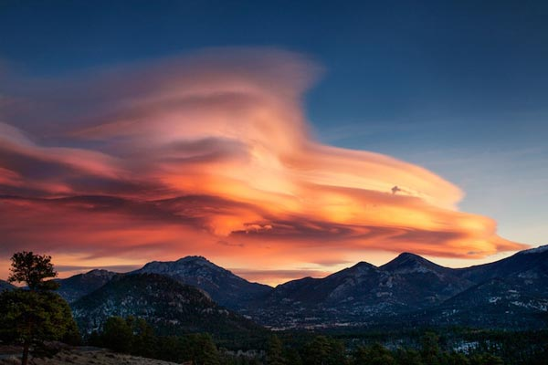 Amazing-lenticular-clouds-on-Earth-19-Lee-Side-Rocky-Mountains-great-atmosphere