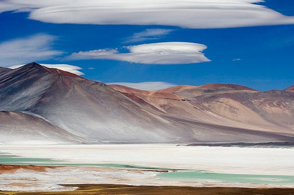 Amazing-lenticular-clouds-on-Earth-9-Salar-de-Talar-Chile-great-atmosphere