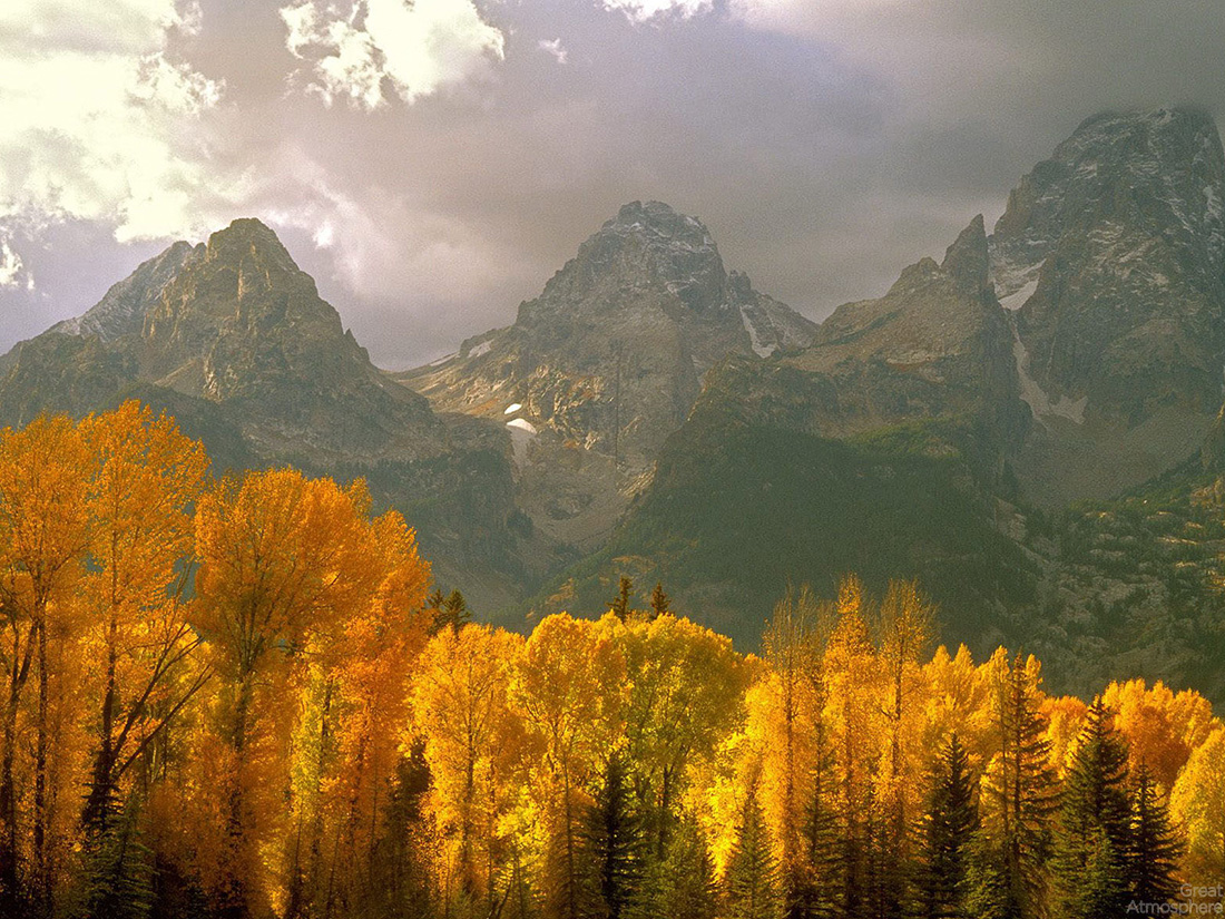 beautiful-Autumn-landscape-amazing-travel-destination-vacation-photography-forest