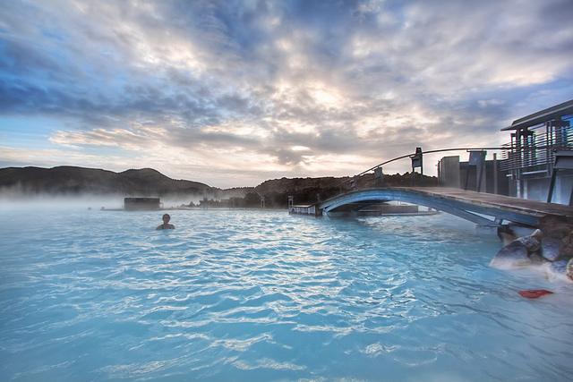 Blue-Lagoon-top-Iceland-10-best-hot-spring-spa-resorts-around-the-world-great-atmosphere-travel-destination