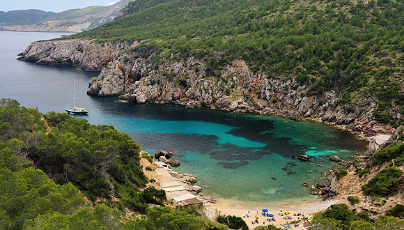 Cala-d-en-Serra-Spain-hidden-beaches-5-travel-great-atmosphere