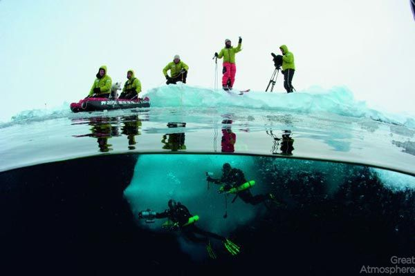 diving-under-ice-arctic-ocean-12-beautiful-blue-photography-great-atmosphere