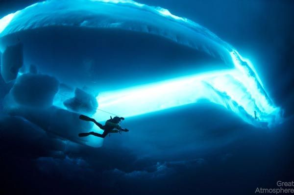 diving-under-ice-arctic-ocean-4-beautiful-blue-photography-great-atmosphere