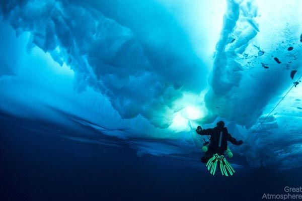 diving-under-ice-arctic-ocean-5-beautiful-blue-photography-great-atmosphere