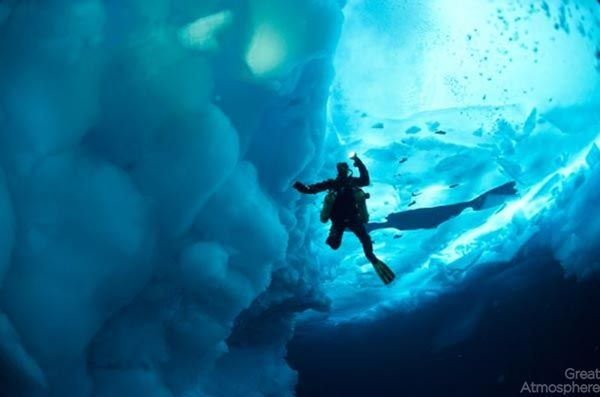 diving-under-ice-arctic-ocean-7-beautiful-blue-photography-great-atmosphere