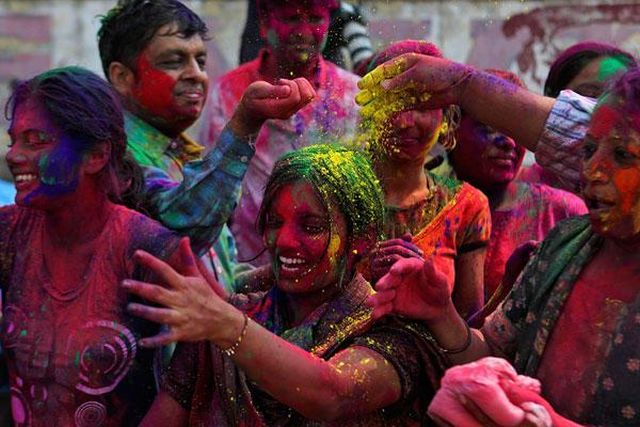 Festival-of-Colours-in-India_travel-destinations