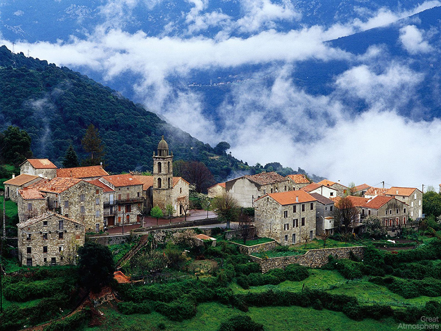 Hillside_village_aregno_corsica_france_great_atmosphere_landscape_travel_destionations_2013_1
