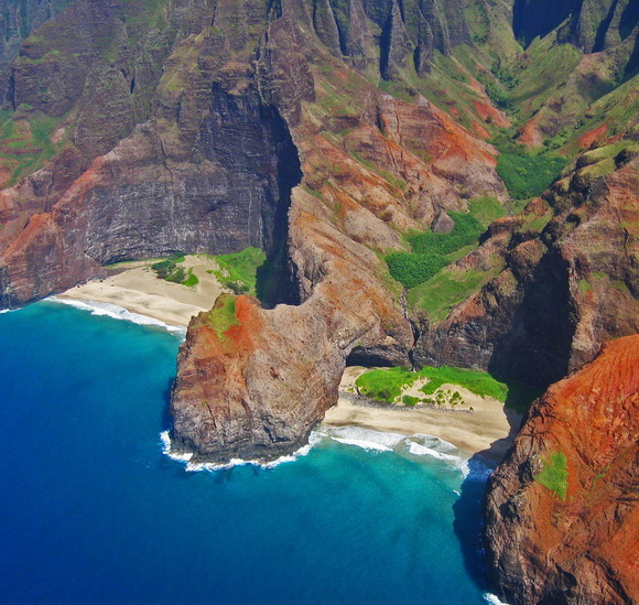 Honopu-Beach-Hawaii-hidden-beaches-1-travel-great-atmosphere