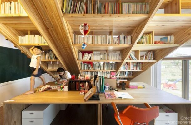 house-library-slide-by-Moon-Hoon-4-great-atmosphere-creative-photography