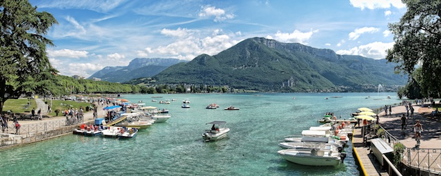 Lake-Annecy-great-atmosphere-travel-destination-beautiful