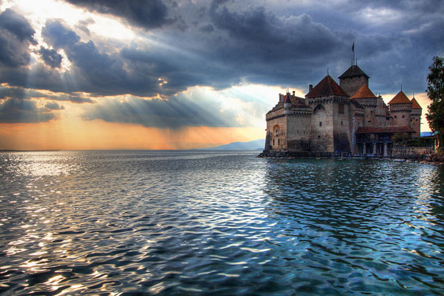 Lake-Geneva-France-and-Switzerland-great-atmosphere-travel-destination-beautiful
