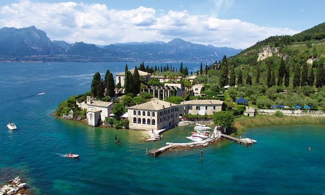 Locanda-San-Vigilio-Lake-Garda-great-atmosphere-travel-destination-beautiful