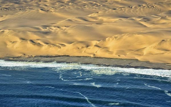 namibia-where-the-desert-meets-the-sea-3-great-atmosphere-travel-nature-photography
