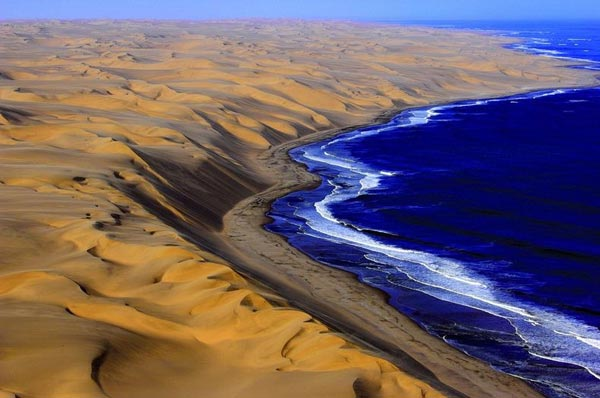 namibia-where-the-desert-meets-the-sea-4-great-atmosphere-travel-nature-photography