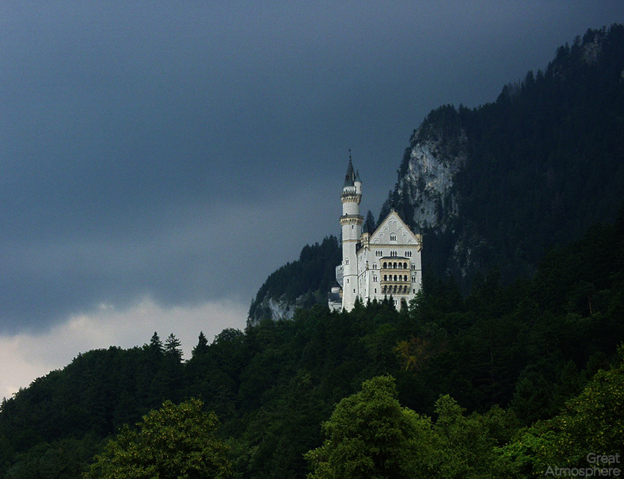 Neuschwanstein-castle-germany-amazing-photo-greatest-images_2013-great-atmosphere-top-travel-destinations-1
