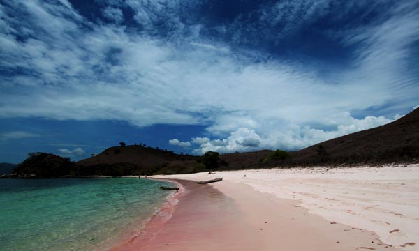 Pink-Beach-Komodo-National-Park-Indonesia-travel-destinations-great-atmosphere-photography-1