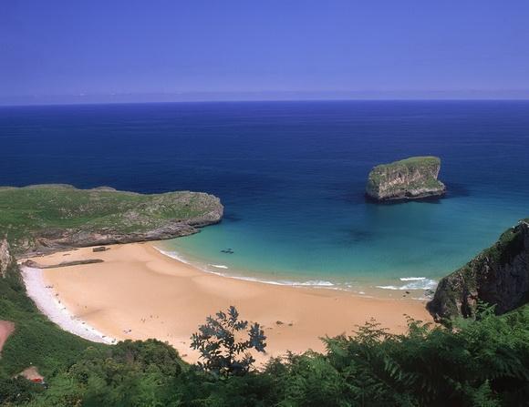Playa-de-Ballota-Spain-hidden-beaches-15-travel-great-atmosphere