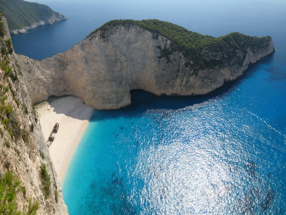 Shipwreck-Zakynthos-hidden-beaches-2-travel-great-atmosphere