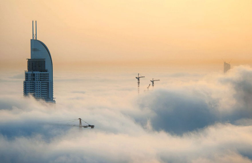 The-city-in-the-clouds-Dubai-fog-sebastian-opitz-great-atmosphere-8