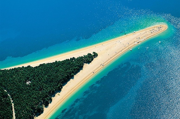 Zlatni-Rat-Croatia-hidden-beaches-3-travel-great-atmosphere