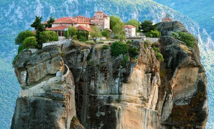 08-meteora-greece-beautiful-travel-destinations-sky-photography-great-atmosphere-landscape