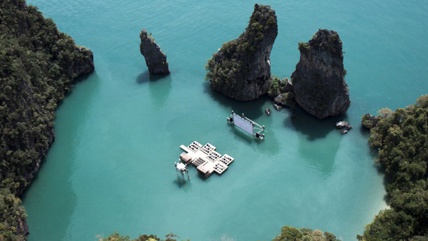 floating-movie-archipelago-cinema-thailand-great-atmosphere-sea-ocean-beautiful-travel-photography