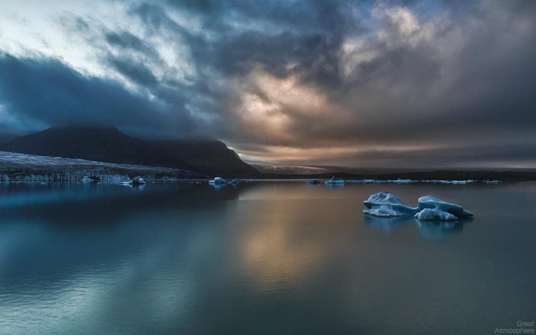 tranquility-lake-mountain-ice-blue-lake-greatatmosphere-photography