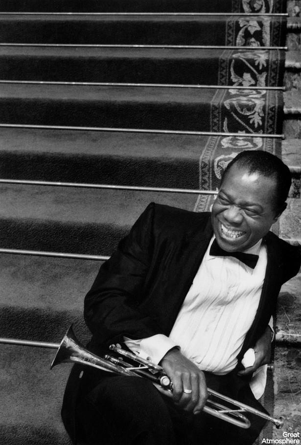 Louis-Armstrong-music-photography-jazz-sound-great-atmosphere-black-and-white